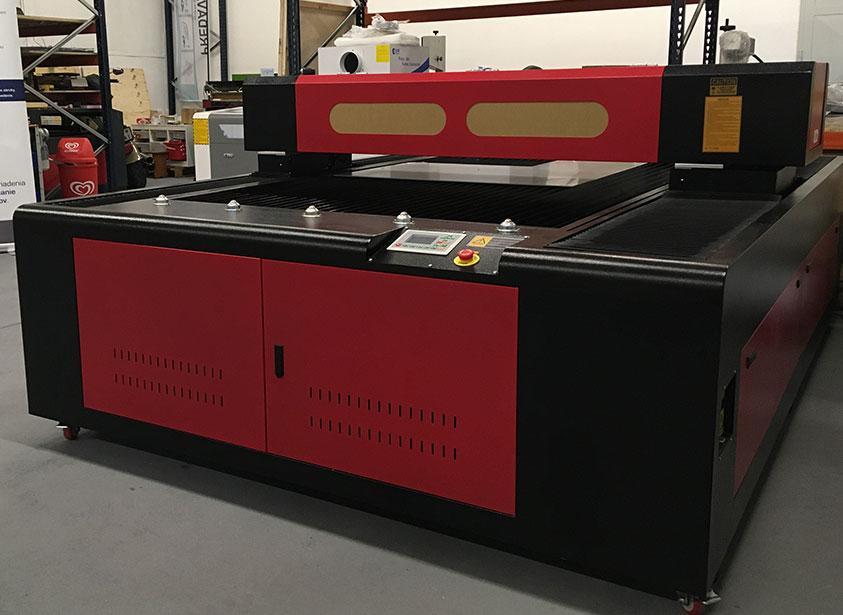 Portálový stroj na rezanie a gravírovanie CO2 laserom 130180 RECI W2