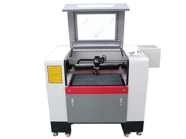 Malý stroj na gravírovanie a rezanie CO2 laserom LCL-6040A-CCD