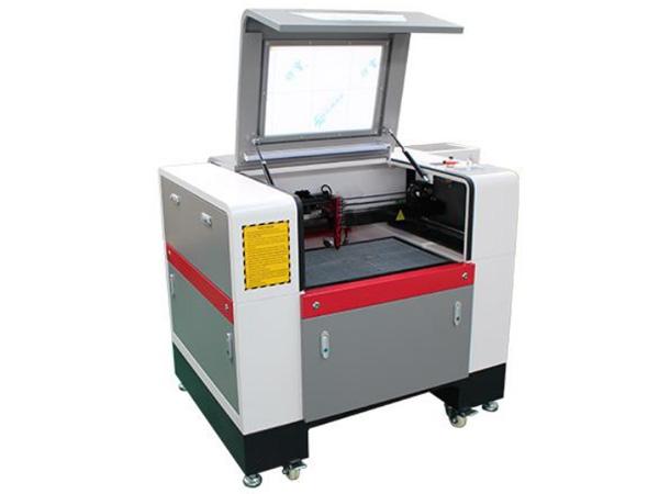 Malý stroj na gravírovanie a rezanie CO2 laserom LCL-6040A